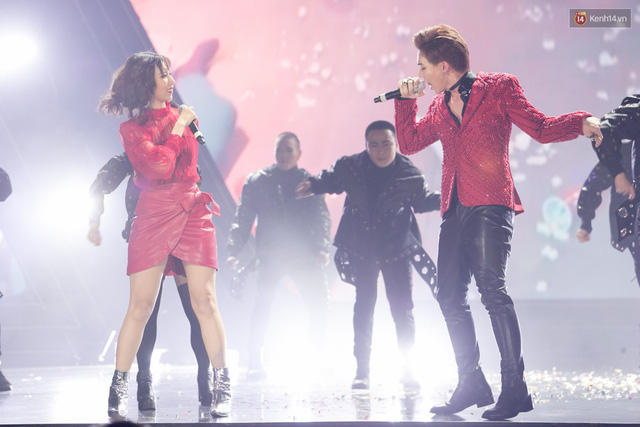Trong một đêm diễn tại Việt Nam, GOT7, Đông Nhi cùng loạt nghệ sĩ Việt để lại những khoảnh khắc đẹp sâu lắng - Ảnh 12.