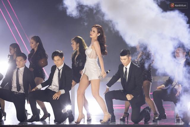 Trong một đêm diễn tại Việt Nam, GOT7, Đông Nhi cùng loạt nghệ sĩ Việt để lại những khoảnh khắc đẹp sâu lắng - Ảnh 16.