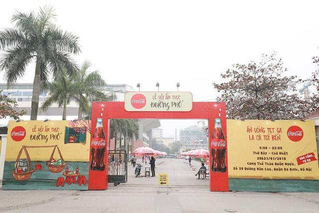 Dường như cả Hà Nội đều đang đổ về lễ hội ẩm thực đường phố này để ăn ngon, chụp ảnh đẹp! - Ảnh 1.