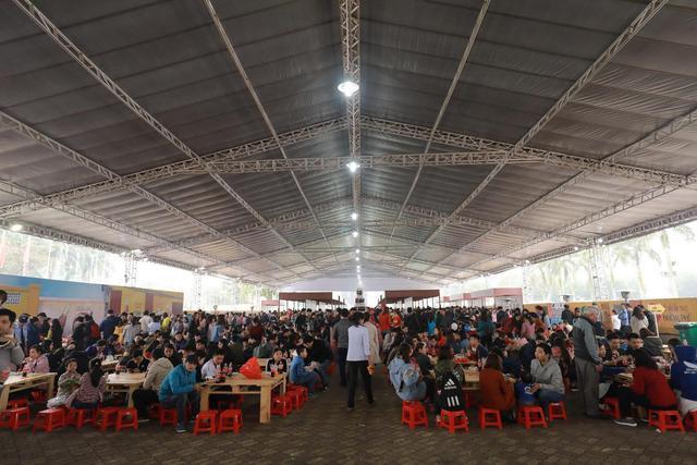 Dường như cả Hà Nội đều đang đổ về lễ hội ẩm thực đường phố này để ăn ngon, chụp ảnh đẹp! - Ảnh 2.