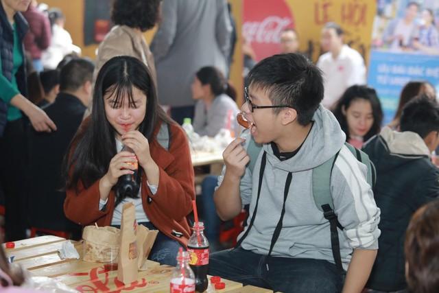 Dường như cả Hà Nội đều đang đổ về lễ hội ẩm thực đường phố này để ăn ngon, chụp ảnh đẹp! - Ảnh 4.