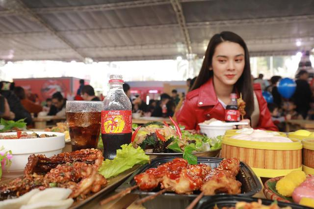 Dường như cả Hà Nội đều đang đổ về lễ hội ẩm thực đường phố này để ăn ngon, chụp ảnh đẹp! - Ảnh 6.