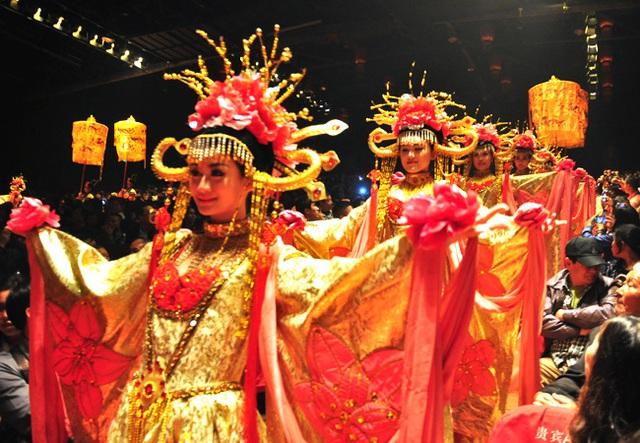 Mê du lịch, bạn nhất định phải xem show diễn văn hoá nổi tiếng ở từng quốc gia này - Ảnh 7.