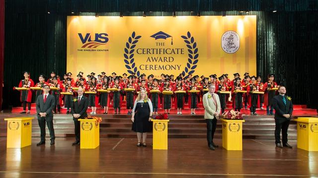 Anh văn Hội Việt Mỹ xác lập kỷ lục trao 99.775 chứng chỉ quốc tế cho học viên - Ảnh 2.