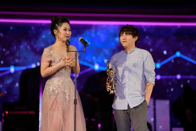 Min, Soobin, Hương Tràm đại thắng tại Zing Music Awards 2017 - Ảnh 4.