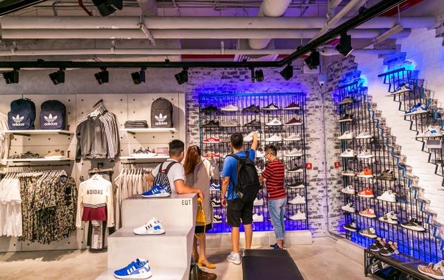 Đột nhập không gian cửa hàng siêu chất của adidas tại Bitexco - Ảnh 1.