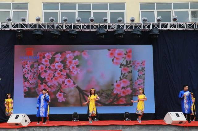 Hoa hậu Ngọc Hân đồng hành cùng thày trò Đại học Đại Nam trong chương trình Tấm bánh nghĩa tình 2018 - Ảnh 11.