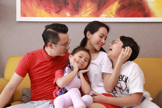 Ăn Tết ấm áp cùng gia đình là điều ý nghĩa nhất với Thúy Hạnh, Hoàng Bách - Ảnh 2.