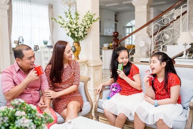 Ăn Tết ấm áp cùng gia đình là điều ý nghĩa nhất với Thúy Hạnh, Hoàng Bách - Ảnh 5.