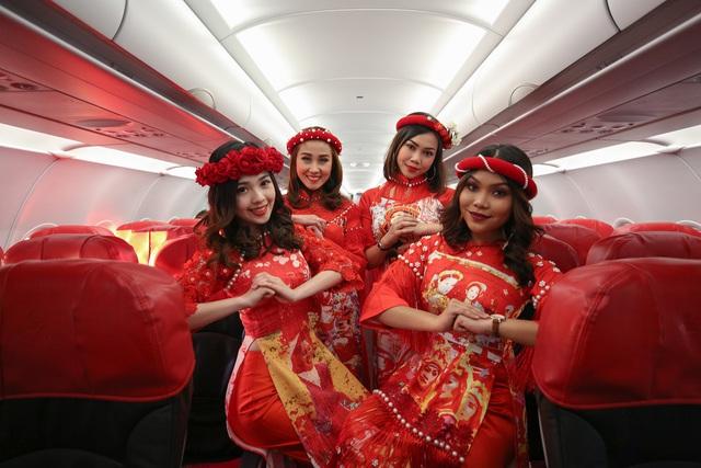 Thích thú với màn nhảy sôi động của dàn tiếp viên hàng không trên chuyến bay đến Kuala Lumpur - Ảnh 1.