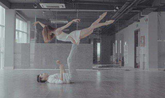 Quang Đăng bất ngờ tái xuất với vũ đạo cực đỉnh cho Valentine năm nay - Ảnh 1.