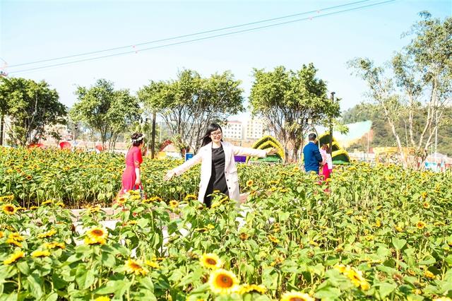 Vui tưng bừng với Lễ hội kỳ quan muôn sắc hoa tại Sun World Halong Complex - Ảnh 6.