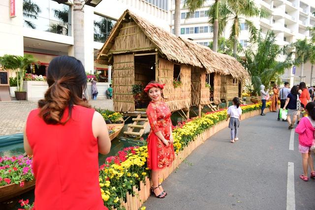 Du khách thích thú với không gian Nhà Bè xưa tại Phú Mỹ Hưng - Ảnh 5.