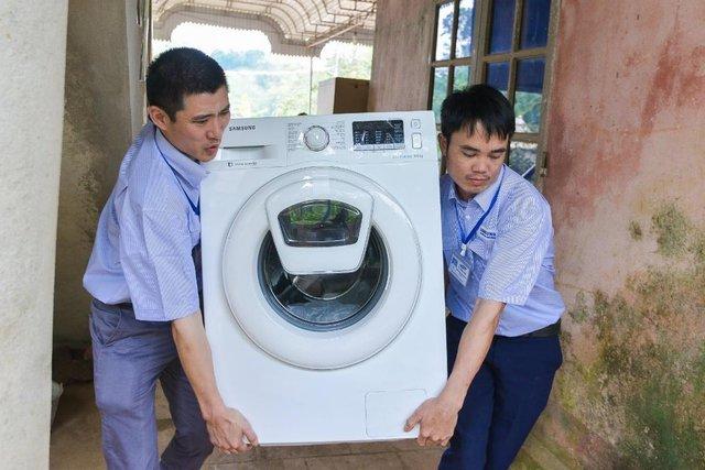 Không phải hoa, tủ lạnh; máy giặt mới là món quà Samsung dành tặng mẹ thủ môn Tiến Dũng - Ảnh 4.