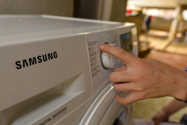 Không phải hoa, tủ lạnh; máy giặt mới là món quà Samsung dành tặng mẹ thủ môn Tiến Dũng - Ảnh 5.