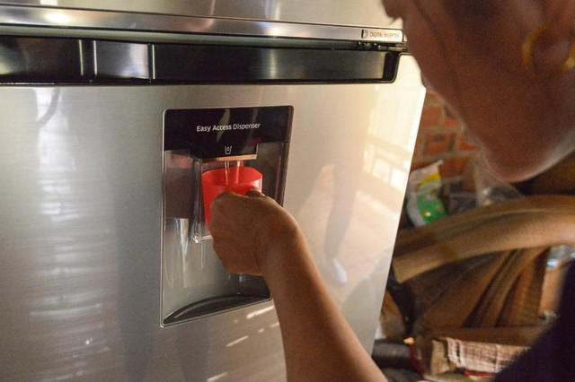 Không phải hoa, tủ lạnh; máy giặt mới là món quà Samsung dành tặng mẹ thủ môn Tiến Dũng - Ảnh 7.