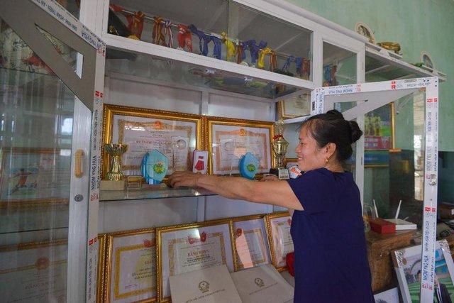 Không phải hoa, tủ lạnh; máy giặt mới là món quà Samsung dành tặng mẹ thủ môn Tiến Dũng - Ảnh 9.