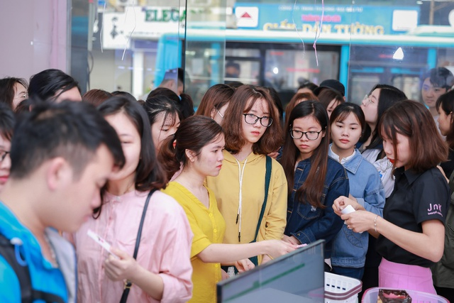 Hàng trăm chị em hồ hởi tham dự sự kiện khai trương chuỗi cửa hàng mỹ phẩm JnK - Ảnh 5.