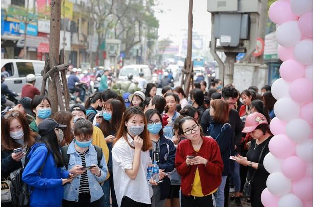 Hàng trăm chị em hồ hởi tham dự sự kiện khai trương chuỗi cửa hàng mỹ phẩm JnK - Ảnh 6.