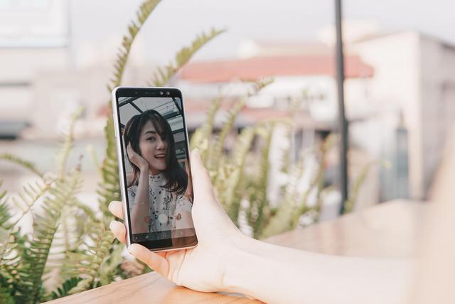Trở thành bậc thầy selfie không khó, vài bí kíp sau sẽ giúp bạn chụp ảnh nghệ nhất - Ảnh 6.