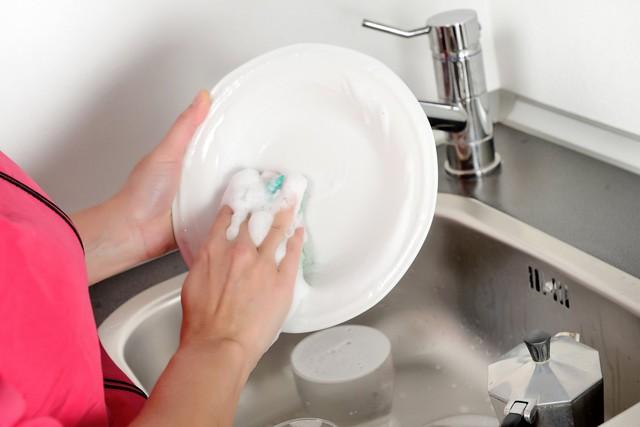 Bộ đôi nước giặt Hàn Quốc và nước rửa bát Nhật Bản giúp việc nhà trở nên dễ dàng - Ảnh 1.