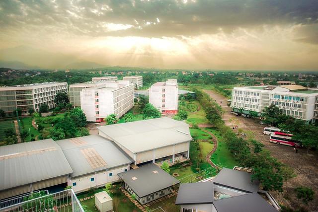 Những trường đại học có khuôn viên đẹp như khu nghỉ dưỡng - Ảnh 3.