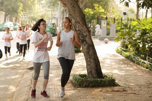 Mai Ngô, Chi Pu tích cực tham gia các hoạt động thể thao, truyền cảm hứng cho sinh viên - Ảnh 2.