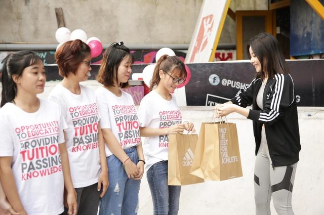 Mai Ngô, Chi Pu tích cực tham gia các hoạt động thể thao, truyền cảm hứng cho sinh viên - Ảnh 8.