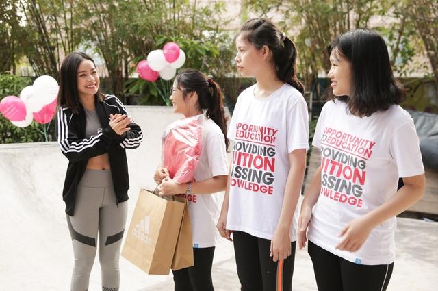 Mai Ngô, Chi Pu tích cực tham gia các hoạt động thể thao, truyền cảm hứng cho sinh viên - Ảnh 9.