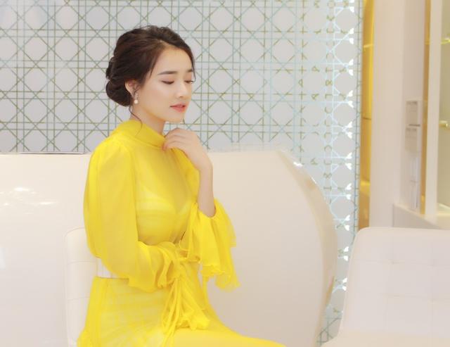 Bắt gặp Nhã Phương đi làm đẹp tại Hà Nội sau scandal tình cảm - Ảnh 3.