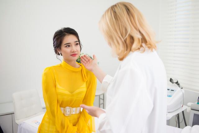 Bắt gặp Nhã Phương đi làm đẹp tại Hà Nội sau scandal tình cảm - Ảnh 4.