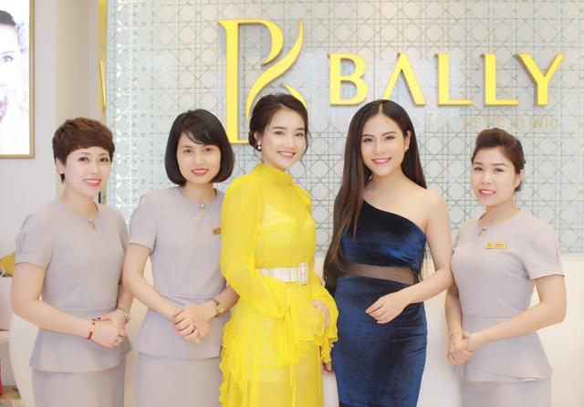 Bắt gặp Nhã Phương đi làm đẹp tại Hà Nội sau scandal tình cảm - Ảnh 5.