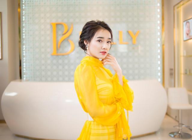 Bắt gặp Nhã Phương đi làm đẹp tại Hà Nội sau scandal tình cảm - Ảnh 6.
