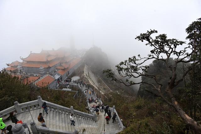 Kiến trúc chùa Việt trên đỉnh núi đẹp như tiên cảnh trên đỉnh Fansipan - Ảnh 2.