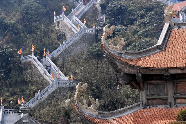 Kiến trúc chùa Việt trên đỉnh núi đẹp như tiên cảnh trên đỉnh Fansipan - Ảnh 7.