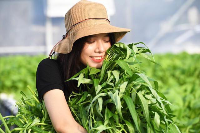 Bỏ dở giấc mơ làm tiếp viên hàng không, nữ 9x khởi nghiệp với hoa tươi và salad sạch - Ảnh 3.