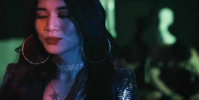 """BB Trần hóa thân """"bad girl"""" cực lầy trong MV """"Người lạ ơi"""" bản Parody - Ảnh 8."""