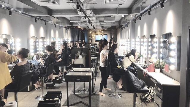 Ca sĩ Bảo Anh, Hoa hậu Đỗ Mỹ Linh đẹp rạng ngời trong lễ khai trương store của Tâm Tâm makeup & Mandy Hair Stylist - Ảnh 3.
