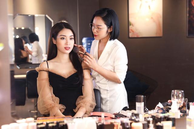 Ca sĩ Bảo Anh, Hoa hậu Đỗ Mỹ Linh đẹp rạng ngời trong lễ khai trương store của Tâm Tâm makeup & Mandy Hair Stylist - Ảnh 4.