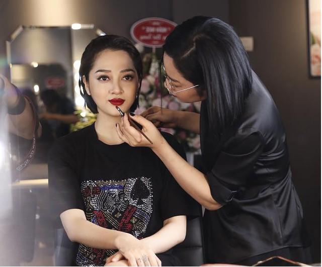 Ca sĩ Bảo Anh, Hoa hậu Đỗ Mỹ Linh đẹp rạng ngời trong lễ khai trương store của Tâm Tâm makeup & Mandy Hair Stylist - Ảnh 5.