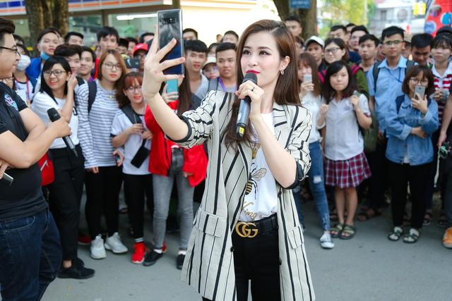 """Team Đông Nhi và Khánh Vy giành chiến thắng thử thách """"Cảm hứng khám phá"""" mang góc trải nghiệm thực tế ảo về trường - Ảnh 1."""