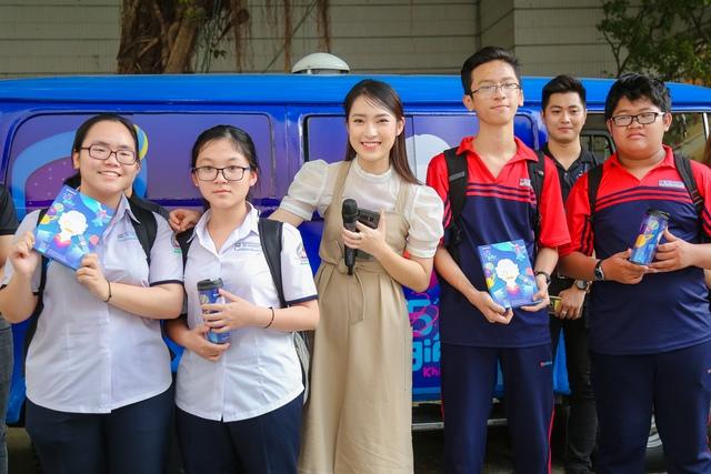 """Team Đông Nhi và Khánh Vy giành chiến thắng thử thách """"Cảm hứng khám phá"""" mang góc trải nghiệm thực tế ảo về trường - Ảnh 2."""