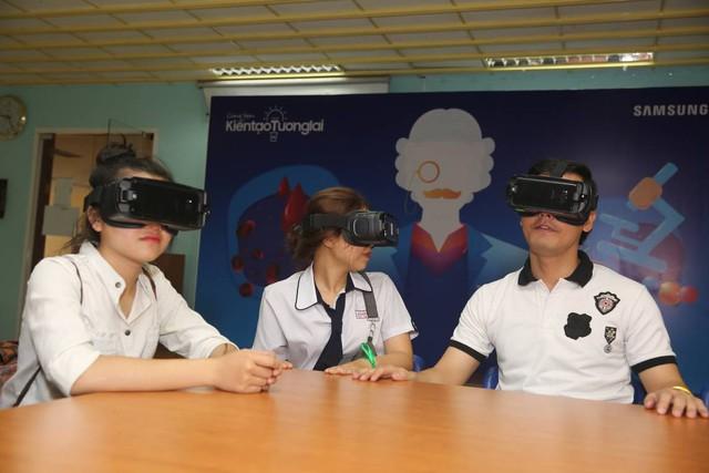 """Team Đông Nhi và Khánh Vy giành chiến thắng thử thách """"Cảm hứng khám phá"""" mang góc trải nghiệm thực tế ảo về trường - Ảnh 3."""