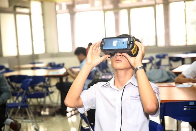 """Team Đông Nhi và Khánh Vy giành chiến thắng thử thách """"Cảm hứng khám phá"""" mang góc trải nghiệm thực tế ảo về trường - Ảnh 4."""
