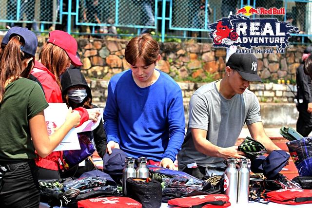 Các mỹ nhân The Face và Next Top Model xuất chiêu trong show mạo hiểm Red Bull - Hành Trình Đích Thực - Ảnh 9.