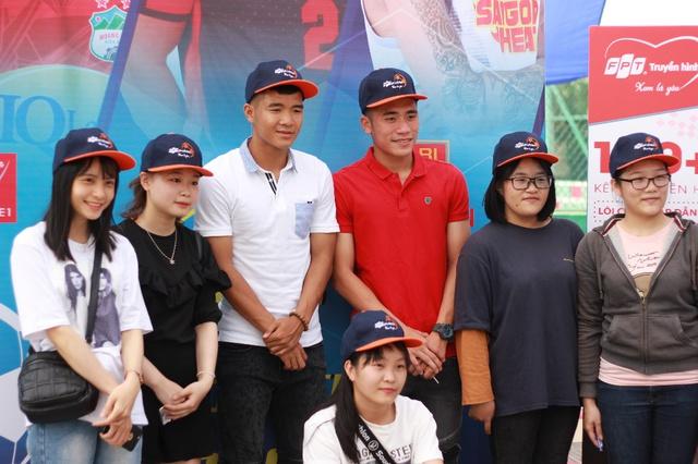 """Bắt gặp Đức Chinh, Tiến Dụng """"hẹn hò"""" đi xem Futsal tại Đà Nẵng - Ảnh 3."""