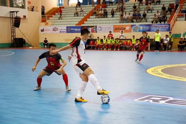 """Bắt gặp Đức Chinh, Tiến Dụng """"hẹn hò"""" đi xem  Futsal tại Đà Nẵng - ảnh 5"""