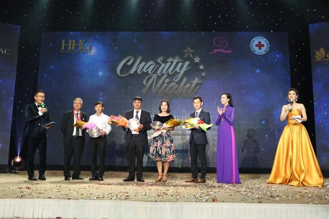 """Martin Yan, Đỗ Mỹ Linh tham gia """"Đêm nhân ái"""" cùng các đầu bếp quốc tế - Ảnh 8."""