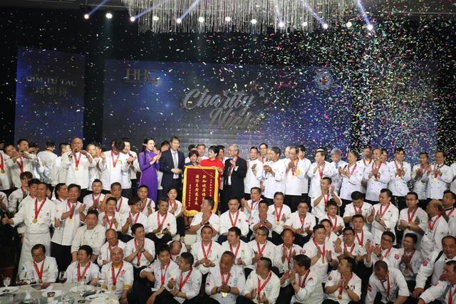 """Martin Yan, Đỗ Mỹ Linh tham gia """"Đêm nhân ái"""" cùng các đầu bếp quốc tế - Ảnh 9."""