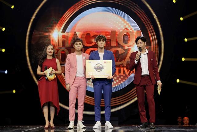 """Minh Xù – Vũ Thịnh giành """"ghế vàng"""" tại đêm thi đầu tiên của Nhạc hội song ca mùa 2 - Ảnh 10."""
